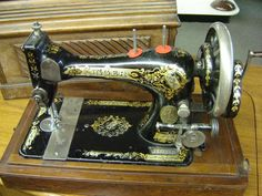 $265.00 - 1897 Antique Singer Hand Crank Sewing Machine with Wood Case