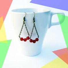 Boucles d'oreilles pendantes métal bronze, perles rouges, chaîne bronze