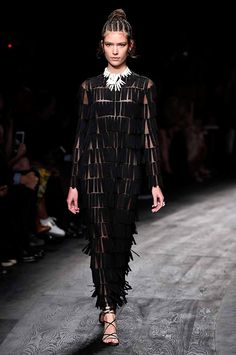 Valentino spring/summer 2016 collection show pictures | Harper's Bazaar