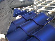 Dakpan zonnepanelen...als ze in het donkerrood komen zou het een mooi idee zijn voor de renovatie van ons dak op termijn