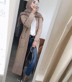 Neutraler Winter-Hijab überlebt – Just Trendy Girls - Outfit. Modern Hijab Fashion, Hijab Fashion Inspiration, Islamic Fashion, Muslim Fashion, Modest Fashion, Fashion Trends, Elegance Fashion, Hijab Casual, Hijab Chic