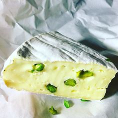 Fine Brie with fresh green pistachios#organic #food #healthy #cleaneating #glutenfree #lifestyle #healthydetoxsmoothie #mindfulness #coach #christmas #dinner #weekend #cheese #green #photo #instapic #body #fitness #motivation #inspiration #ironman #delicious #travel #enjoy  detox glten free healthy cleaneating