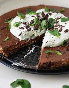 Syötävän hyvä: TAIVAALLINEN VILJATON & MAIDOTON SUKLAAKAKKU: MINTTU-EDITION Healthy Baking, Healthy Treats, Raw Cake, Sweet Pastries, Sweet Pie, Delicious Chocolate, Sweet Cakes, Let Them Eat Cake, Yummy Cakes