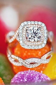 round cut halo effect engagement rings 5