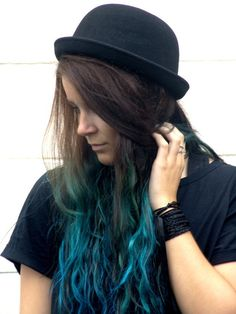 Green/teal ombre. I reeaalllly want to do this...