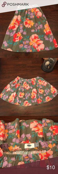 Girls skirt Adorable green floral skater skirt. Gently loved. No damage Old Navy Bottoms Skirts
