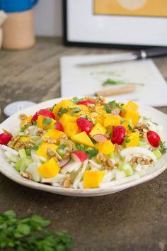 GNAM BOX - Abbiamo creato questa insalata unendo finocchi, sedano, mango e noci. Il sapore è davvero sorprendente ed è anche super healthy!