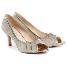 How to Wear this Occasion Shoe This beautiful shoe is perfect for an evening event, or even a ball. Wear these with a tea-length dress, or a silhouetted gown for maximum effect. Is this shoe for you? This regal court shoe is perfect if