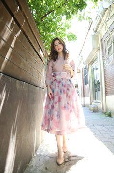 Korean Traditional Dress, Traditional Fashion, Traditional Dresses, Korean Dress, Korean Outfits, Simple Dresses, Casual Dresses For Women, Modern Hanbok, Batik Dress
