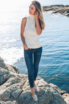 For a super cute September style, take inspiration from Jess Ann Kirby's simplistic sleeveless turtleneck style. Paired with dark skinny jeans, this cream turtleneck looks both cosy and original.   Outfit: Tommy Bahama.