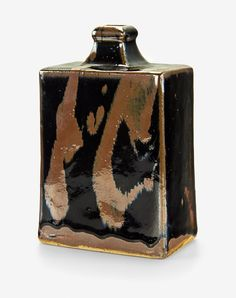 Shoji Hamada: Press-moulded, kaki trailing over tenmoku Japanese Ceramics, Japanese Pottery, Japanese Art, Ceramic Clay, Ceramic Pottery, Pottery Art, Pottery Ideas, Bottle Vase, Tea Bowls