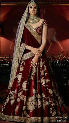 Check out Sabyasachi Bridal Lehenga designs collection that are perfect wedding lehenga for the bride to be. Look gorgeous in these elegantly crafted Sabyasachi Bridal lehengas. Indian Wedding Gowns, Indian Bridal Outfits, Indian Bridal Wear, Indian Dresses, Bridal Dresses, Wedding Lehanga, Wedding Mehndi, Wedding Mandap, Bridal Mehndi