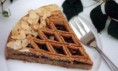 Linzer Torte topped with almond shavings Queen Of Puddings, Plum Butter, Israeli Food, Tasty, Yummy Food, Us Foods, Bon Appetit, Sweet Recipes, Bakery