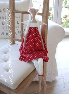 Jedna andělská - pro moji milou... Sewing Clothes, Doll Clothes, Pretty Dolls, Soft Dolls, Creations, Arts And Crafts, Blanket, Handmade, Home Decor