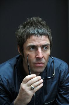 Liam Gallagher Oasis, Noel Gallagher, Liam Oasis, Mod Hair, Men's Hair, Icon Photography, Liam And Noel, Mens Hair Colour, British Invasion