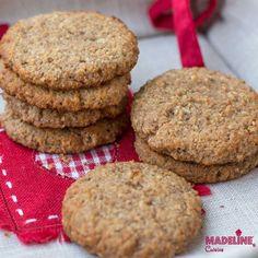 Azi avem din nou in meniu biscuiti dietetici, fara zahar, fara gluten si low carb.Read more... Almond Recipes, Keto Recipes, Cake Recipes, Dessert Recipes, Gluten Free Bakery, Walnut Cookies, Eat Dessert First, Coconut Flour, Healthy Desserts