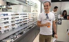 "O Dudu Massa com a nossa camiseta ""Trancoso"".  Disponível na loja Loopy e no e-commerce.   Acessem: http://loja.loopy.com.br  #loopy #loopyoficial #2014deloopy #vesteloopy"