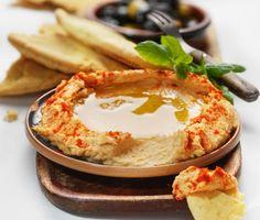 Hummus är en lättlagad och mumsig röra med ursprung från det arabiska köket. Hummusröran består av ingredienser som kikärter, chilifrukt, spiskummin och tahini.