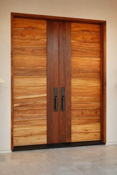 Solid wood doors are great for sound dampening, damage resistance and value to potential buyers. There are several things to consider before buying solid wood doors. Wooden Front Door Design, Double Door Design, Wood Front Doors, Main Door Design, Modern Front Door, Wooden Doors, Wood Design, Barn Doors, Modern Design