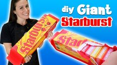DIY GIANT STARBURST - WE SURPRISE A KID Giant Pizza, Giant Food, Fast Food Lasagna, Worlds Largest Pizza, Large Pizza Slices, Halloween Costume Videos, Mcdonald French Fries, Easy Mug Cake, Bagel Bites