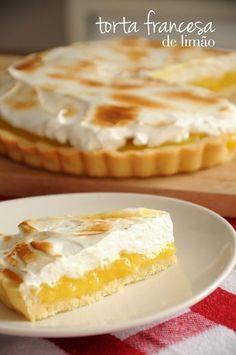 TORTA FRANCESA DE LIMÃOngredientes para o recheio de limão – 1/2 xícara de suco de limão siciliano – Raspas de 2 limões sicilianos – 100g de açúcar – 4 gemas – 3 colheres de sopa de maizena – 1 colher de sopa de manteiga