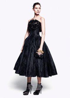 Викторианская эпоха и работы первого кутюрье Чарльза Фредерика Ворта послужили вдохновением на создание коллекции Alexander McQueen осень 2012