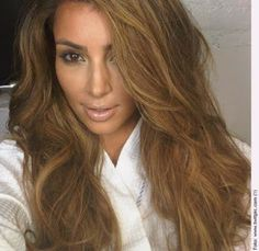 Has Kim Kardashian again turned blond? Even if not, her latest hairstyle looks so real. Summer Brown Hair, Light Brown Hair, Summer Hair, Summer 3, Caramel Brown Hair, Hair Color Caramel, Dark Blonde Hair, Blonde Color, Hair Colour