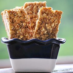 """Banana Bread"" Granola Bars  Makes 8 bars    1 ripe banana, mashed  1/4 cup unsweetened applesauce  2 tbsp honey  1 egg white  1/2 tsp cinnamon  1/2 tsp vanilla extract  1/2 tsp salt  1 tbsp + 1 tsp Splenda brown sugar blend (divided)  2 cups rolled oats  2 tbsp milled flax seed"