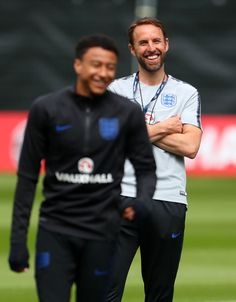Jesse Lingard Photos - Gareth Southgate manager of England with Jesse Lingard during an England Training session at The Grove Hotel on June 2018 in Hertford, England. Football Is Life, Football Players, England World Cup Squad, Gareth Southgate, Jesse Lingard, England Football, Man United, Manchester United, Premier League