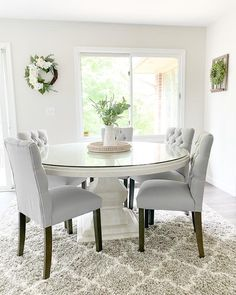 Dining Table In Living Room, Round Dining Room Sets, White Dining Table, Luxury Dining Room, Pedestal Dining Table, Round Tables, Kitchen Tables, Kitchen Ideas, Kitchen Design