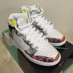 Nike Dunks High SB   De La Souls Nike Dunks High SB   De La Souls   10 of 10 condition   Great Condition   Brand New   Comes with original box   Smoke-Free home   No Trades   Accept: ️️ Nike Shoes Sneakers