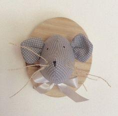 Trophée tête de souris grise à pois blancs sur bois : Décoration pour enfants par rouge-lin-et-bois