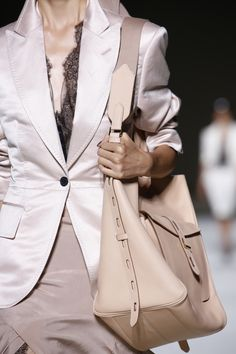 Tom Ford Spring 2019 Ready-to-Wear Fashion Show Details: See detail photos for Tom Ford Spring 2019 Ready-to-Wear collection. Look 49 Fashion Week, Spring Fashion, Fashion Show, Womens Fashion, Street Fashion, Fashion Brands, Tom Ford, Beige Outfit, Stylish Outfits