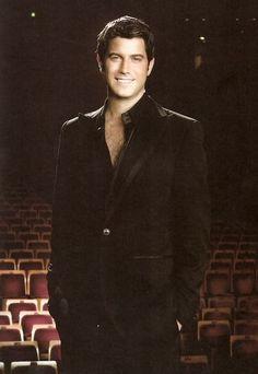 Sebastien Izambard= singer in Il Divo