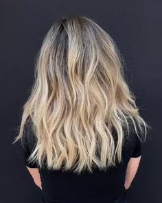 40 lovely long shag haircuts for effortless stylish looks 00018 Mientras el william opleve perfila Brown Hair With Highlights And Lowlights, Hair Highlights, Hair Color Balayage, Blonde Balayage, Balayage Hairstyle, Boliage Hair, Shortish Hair, Long Shag Haircut, Gorgeous Hair Color