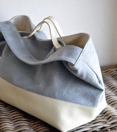 サイズ:H300×W360×D230mm素 材:キャンバス+ヤギ革カラー:ライトグレー+ホワイト内オープンポケット(仕切付)&time...|ハンドメイド、手作り、手仕事品の通販・販売・購入ならCreema。 Canvas Shopper Bag, Japanese Bag, Linen Bag, Purse Styles, Simple Bags, Leather Bags Handmade, Fabric Bags, Quilted Bag, Cloth Bags