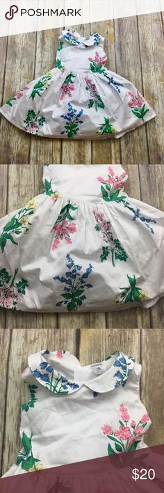 Carter's Peter Pan Collar White Flower Dress Peter Pan Collar White Flower Print Dress. Size 18 Months. In excellent used condition. Fully lined. Ties in the back. Carter's Dresses Formal