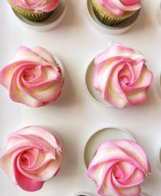 Cake Decorating Tutorials Flowers Buttercream Roses 29 Ideas For 2019 Rose Frosting, Piping Frosting, Frosting Flowers, Frosting Tips, Frosting Recipes, Wilton Cream Cheese Icing Recipe, Cupcake Frosting Techniques, Buttercream Ideas, Rose Icing