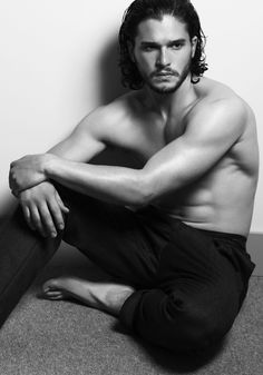 """You know nothing Jon Snow.except how to look super hot without clothes on"" ;) Game of Thrones- Kit Harington/ Jon Snow Kit Harrington, Jon Schnee, Gorgeous Men, Beautiful People, You're Beautiful, Julian Morris, Actrices Sexy, My Sun And Stars, Jaime Lannister"