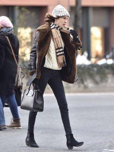 fdmlovesfashion: ALEXA CHUNG cozy in NYC jan 19 2016. (ph alo ceballos | burberry)