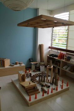 This is just a pic, but I love this #blockplay & #looseparts set up!