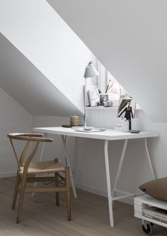 Small space living / Styling Pella Hedeby, Photography Sara Medina Lind / home office inspiration / minimal interior / white desk Small Space Living, Small Spaces, Living Spaces, Living Rooms, Home Office Design, Home Office Decor, Home Decor, Office Ideas, Loft Stil