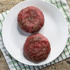 How to make homemade patties for burgers by hand - great for bbq parties | sipbitego.com #sipbitego #beef #hamburgers #sousvide #burgers #cookout Burger Patty Recipe, Burger Recipes, Burger Meat, Burger Buns, Sous Vide Hamburger, Sous Vide Burgers, Stuffed Shells With Meat, Baked Rigatoni, How To Cook Burgers