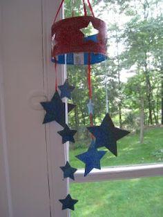 Preschool Crafts for Kids*: of July Star Mobile Craft - DIY and Crafts 2019 Summer Crafts, Holiday Crafts, Diy And Crafts, Crafts For Kids, Simple Crafts, Simple Diy, 4th July Crafts, Patriotic Crafts, September Crafts