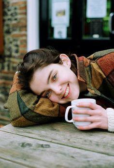 Portrait Photography Poses, Photography Poses Women, Photo Poses, Lifestyle Photography, Coffee Shop Photography, Coffee Girl, Insta Photo Ideas, Girl Poses, Photoshoot