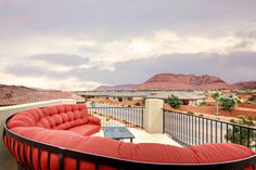 Most incredible place I've stayed in Southern Utah! 6 bedrooms, 5 bathrooms, close to incredible Tuacahn, short drive to Zion, private pool, movie room, so family friendly! I loved staying here!