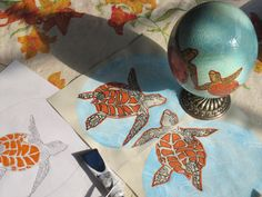 A cheerful and marine project : a person who collects turtles from all over the world, and loves the orange, that's how I've painted  its Tiny Round World - Piccolo Mondo Rotondo on and ostrich egg shell, wished by his partner for a special gift. Hw do you like it?