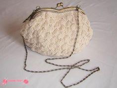 "Precioso Bolso Vintage ""Romantic Bag"", realizado en ganchillo en punto abanico estilo romántico, con boquilla metálica, totalmente forrado"