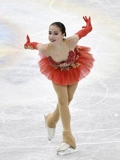 Alina Zagitova アリーナ・ザギトワ⛸ Alina Zagitova, Sports Women, Female Sports, Medvedeva, Ice Skating Dresses, Ice Skaters, Ice Princess, Sporty Girls, Winter Sports