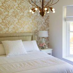 murs effet trompe l 39 oeil avec ce papier peint blanc marcel wanders pour graham brown blanc. Black Bedroom Furniture Sets. Home Design Ideas